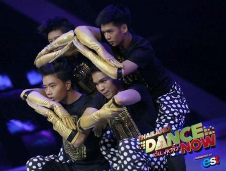 ดูรายการย้อนหลัง ไหนดูโชว์เต้นของสี่หนุ่มทีม T4 กันหน่อย ทัชชิ่ง การเต้นที่ใช้มือและแขน