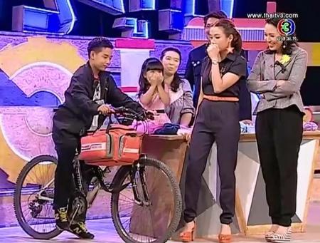 ดูละครย้อนหลัง กิจกรรม ถักรักปันอุ่น, กู้ภัยขี่จักรยาน