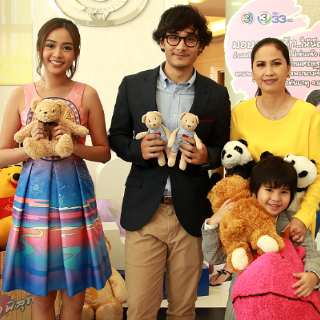 แกลเลอรีช่อง3 ทีมนักแสดงจากละคร ดวงใจพิสุทธิ์ ชวนบริจาคตุ๊กตา มอบความรักให้น้อง