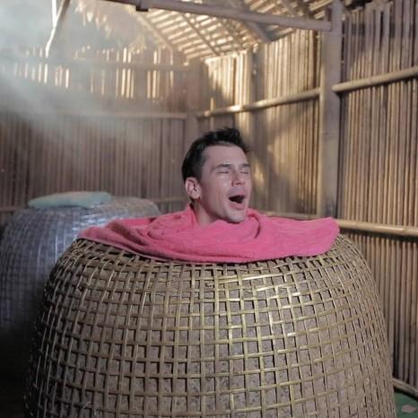 แกลเลอรีช่อง3 แดเนียล ติดใจสปาสุ่มไก่ ณ บ้านช้างทูน จ.ตราด  ใน หลงรักยิ้ม
