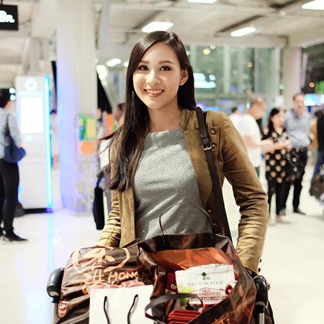 แกลเลอรีช่อง3 แก้ม ชัญญา เดินทางกลับถึงไทย หลังจากทำดีที่สุด เข้ารอบ 10 คนสุดท้าย บนเวทีมิสไชนีสฯ2017