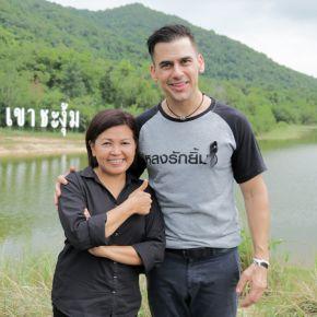 """แกลเลอรีช่อง3 เที่ยวตามรอยเสด็จ ในหลวง ร.๙ สัมผัสเรื่องราวของดิน ณ เขาชะงุ้ม กับฝรั่งหัวใจไทยแท้ """"แดเนียล เฟรเซอร์"""""""