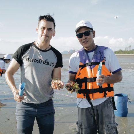 """แกลเลอรีช่อง3 ฝรั่งหัวใจไทย """"แดเนียล เฟรเซอร์"""" ชวนเที่ยวไทยใส่ใจสิ่งแวดล้อม สร้างบ้านให้สัตว์น้ำ"""
