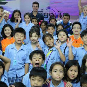 แกลเลอรีช่อง3 เที่ยงวันฯ ร่วมกับ ห้องพากย์ ช่อง 3 ต้อนรับคณะน้องๆ KIS INTERNATIONAL SCHOOL