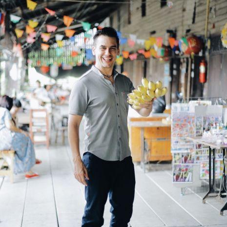 """ฝรั่งหัวใจไทย """"แดเนียล เฟรเซอร์"""" ชวนสัมผัสมนต์เสน่ห์ตลาดโบราณร้อยปี 3 แห่ง"""