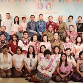 แกลเลอรีช่อง3 ชาวช่อง 3 รวมใจนุ่งผ้าไทย ใส่ผ้าซิ่น รดน้ำขอพรผู้ใหญ่ สืบสานประเพณีมหาสงกรานต์ 2561