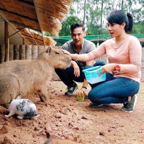 """แกลเลอรีช่อง3 ฟาร์มสำเร็จ ฟาร์มรัก ฟาร์มสุข  กับฝรั่งหัวใจไทย """"แดเนียล เฟรเซอร์""""  สัมผัสเรื่องยิ้มๆ ฟาร์มเดอะซีรี่ส์ ในราชบุรี"""