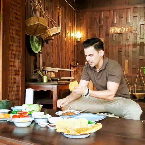 """ฝรั่ง """"แดเนียล"""" โชว์เสน่ห์ปลายจวัก หลงรักตำนานอาหารไทย ณ. บ้านยี่สาร"""