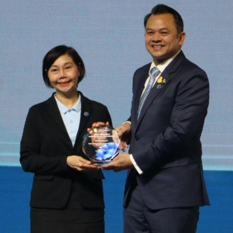 แกลเลอรีช่อง3 ช่อง 3 รับโล่เกียรติยศเชิดชูเกียรติผู้ทำคุณประโยชน์เพื่อการศึกษาไทย ในฐานะองค์กรผู้ร่วมขับเคลื่อนสร้างวัฒนธรรมการมีส่วนร่วมด้านการศึกษาอย่างยั่งยืน