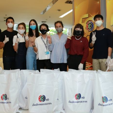 แกลเลอรีช่อง3 ค่ายบรอดคาซท์ไทยฯ นำทีมนักแสดง ร่วมแพ็คถุงยังชีพ
