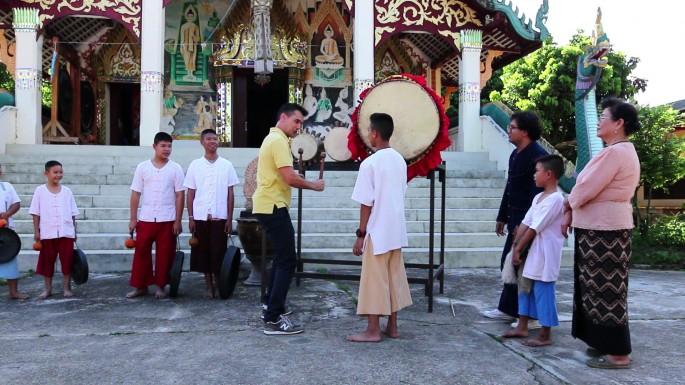 ฝรั่งหัวใจไทย แดเนียล พาชมภาพตำนานกระซิบรักบันลือโลก ในรายการลองStay