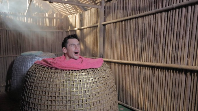 ข่าวรายการ หลงรักยิ้ม แดเนียล ติดใจสปาสุ่มไก่ ณ บ้านช้างทูน จ.ตราด  ใน หลงรักยิ้ม