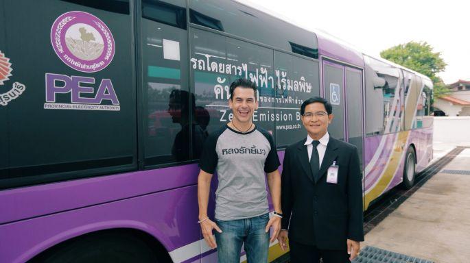 """ข่าวรายการ หลงรักยิ้ม """"แดเนียล"""" ตะลึง รถบัสไฟฟ้าคันเดียวในไทย พาชิมร้านเด็ดโคราช"""