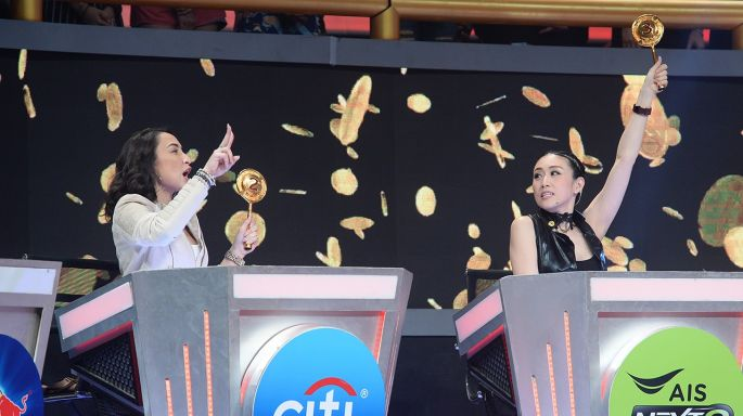 """ข่าวรายการ Singer Auction เสียงนี้มีราคา เงิน 100 บาทเป็นเหตุ!!! """"แคท - เบลล์"""" ลั่นตัดเพื่อน!!! ปิดตำนาน 2002 ราตรี  ใน """"Singer Auction เสียงนี้มีราคา"""""""