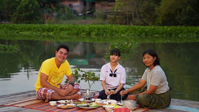 ข่าวรายการ สมุดโคจร On the way หลงเสน่ห์วิถีไทยกับสายน้ำ  ตามสไตล์ท่องเที่ยววิถีเท่ จ.สุพรรณบุรี